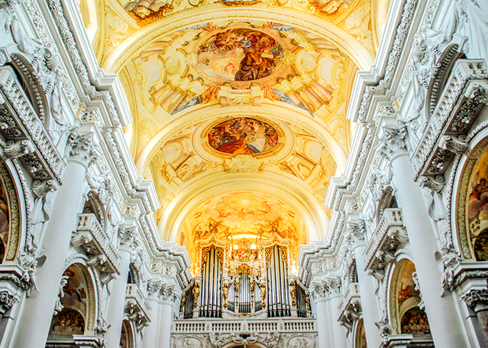 Carragan - Bruckner's Golden Arches - Brucknerorgel im Stift St. Florian - Photo by Renate Dodell